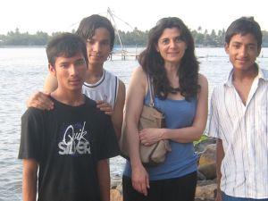 Fabienne, la trésorière de SEA, avec Naren, Shree et Shankar