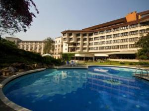 hotel-yak-yeti-kathmandu_swimmingpool
