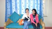 Fabienne Blain et Pratikcha dans l'appartement à Sadobato