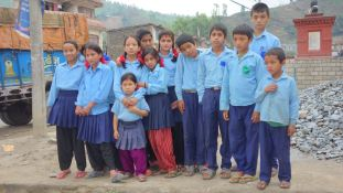 Asmita et les enfant s de Dhading 2014