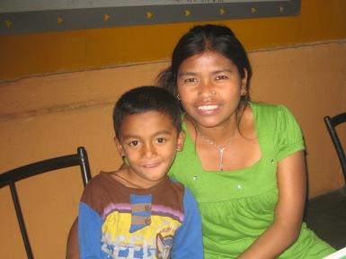 Prabin et sa mère, Sabita 2011