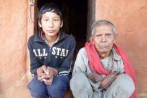 Deepak et son grand-père, août 2011